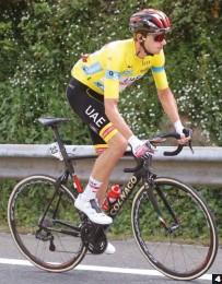 ??  ?? 4 Le sobró el epílogo. Brandon McNulty hizo una gran carrera, pero cedió el maillot amarillo camino de Arrate.