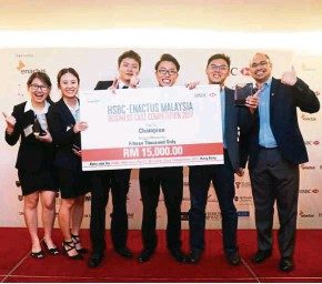 ??  ?? The UCSI team beat 24 other lo­cal teams to take home the grand prize of RM15,000 and rep­re­sent Malaysia at the in­ter­na­tional level.