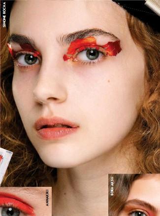 ??  ?? Tras reinar en verano, los tonos afrutados –en especial el naranja– revalidan éxito este otoño. Si la era pre-Covid llamaba a la contención, la necesidad actual de expresar con la mirada da rienda suelta al color –más vívido–, pero sobre todo al trazo, que se intensifica para transmitir emoción. Las sombras que nos gustan: en bloque de color (Annakiki), trabajadas como eyeliner (Anrealage) y mezcladas con burdeos y dorados.