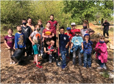 ?? CONTRIBUTED PHOTO ?? A number of LDS youth participated in a Tule River Parkway project last weekend.