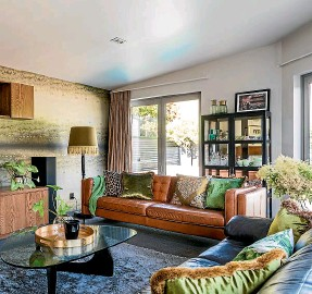 ?? KATE CLARIDGE PHOTOGRAPHY ?? Interior designer Becky Lee says we should think about creating a seating zone that invites conversation when planning the layout of a living room.
