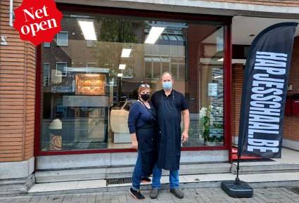 ?? FOTO JB ?? Sandra Verschueren samen met haar man Thomas Haverlands voor hun nieuwe zaak.