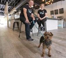 ?? KEITH BEATY/TORONTO STAR ?? Peter Zakarow and Kristin Matthews, co-founders of pet-food emporium Tom & Sawyer, with their dog Sawyer.