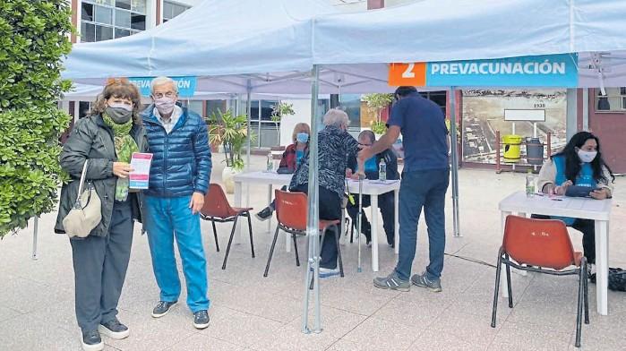 ?? CLUB A. LANÚS ?? Posta. La sede del Club Atlético Lanús, uno de los puntos de ese municipio donde instalaron un vacunatorio contra el Covid-19.