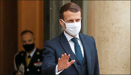 ??  ?? Contrairement aux rumeurs, Emmanuel Macron n'a pas annoncé de reconfinement face à la menace des variants.