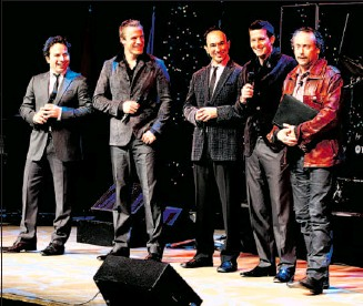 ?? Colleen De Neve, Calgary Herald ?? The Canadian Tenors wooed the crowd at Jack Singer Concert Hall on Tuesday during a fundraising concert, emceed by philanthropist W. Brett Wilson, far right, to benefit the Calgary Veterans Food Bank.