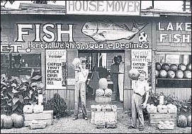 ?? WALKER EVANS / IVAM ?? Roadside stand near Birmingham, Alabama, 1936