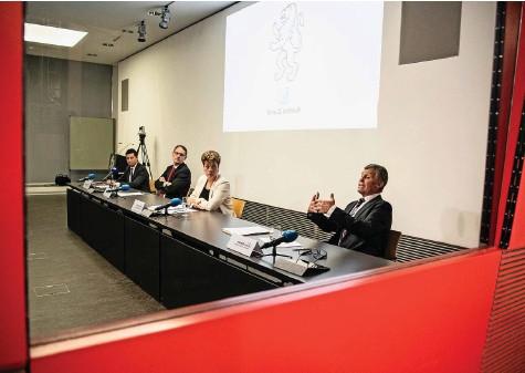 ?? Foto: Dominique Meienberg ?? Die Gesundheitsministerin fehlte, das wird kritisiert: Zürcher Corona-Ausschuss bei einer Pressekonferenz im Juni 2020.