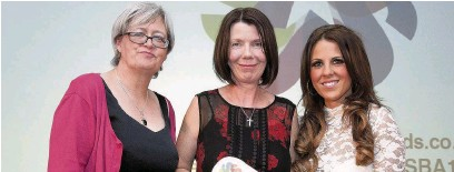 ??  ?? At last year's Stockport Business Awards Coun Sue Derbyshire, left, and host Chelsea Norris, right, with Melissa Johnson, who collected the special recognition award on behalf of Tom Hogg (right)