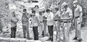 ?? A. SHAIKMOHIDEEN ■ ?? Police personnel taking a look at the well at Kakkannagar in Palayamkottai.