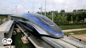 ??  ?? A high-speed maglev train, capable of a top speed of 600 kph, is pictured in Qingdao, Shandong province