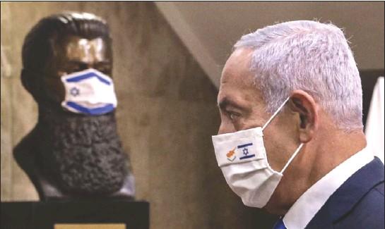 ??  ?? نتنياهو في طريقه لمؤتمر صحافي مشترك مع نظيره القبرصي