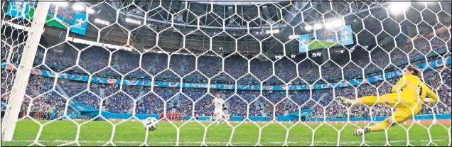 ??  ?? Con esta maestría y engañando a Sommer definió Oyarzabal el quinto penalti de España, que nos metía en las semifinales de la Eurocopa.