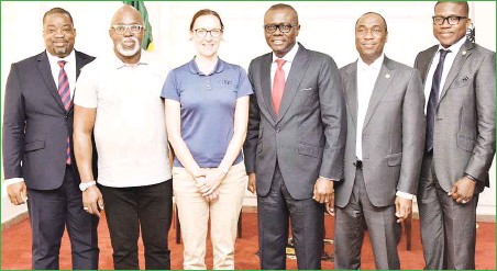 ??  ?? L-R: Deputy Chief of Staff to the Governor, Mr. Gboyega Soyannwo; Nigeria Football Federation (NFF) President, Amaju Pinnick; Head, FIFA Inspection Team, Rhiannon Martin; Lagos State Governor, Mr. Babajide Sanwo-Olu; his Deputy, Dr. Obafemi Hamzat and Head of Service, Mr. Hakeem Muri-Okunola during a courtesy visit by FIFA U-20 Women's World Cup inspection team to the Governor at Lagos House, Alausa…Ikeja