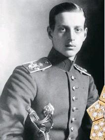 ??  ?? Le grand-duc Dimitri de Russie fut l'amant de Gabrielle Chanel au début des années 1920. Certaines pièces de la collection de haute joaillerie, comme cette bague, sont influencées par les motifs de ses décorations.