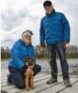 ??  ?? Claudia und Mirko Fritz aus Neusäß mit Schäferhund‰welpe Brix am Kuhsee.