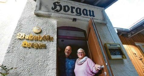 ?? Foto: Marcus Merk ?? Das Ehepaar Lauter aus Welden will sich mit dem neuen Gasthaus in Horgau einen Lebenstraum erfüllen.