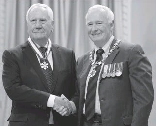 ?? ADRIAN WYLD/THE CANADIAN PRESS ?? Gov. Gen. David Johnston, right, invests 85-year-old researcher Dr. Harold Jennings, who is from Ottawa, as an officer of the Order of Canada at a ceremony at Rideau Hall on Friday.