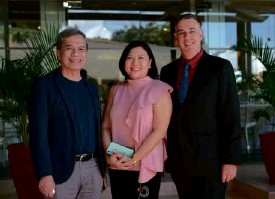 ??  ?? (From left) Nes Jardin, SMHCC vice president quality and sustainability Leah Magallanes, and Taal Vista Hotel's Richard Gamlin.