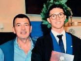 ??  ?? Insieme Dario Abruzzi con il padre Luciano, neurologo, morto a causa del Covid