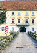 ?? Foto: Uwe Sailer ?? Die Festung der Verteidiger Europas soll schon bröckeln.