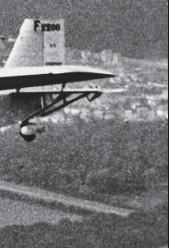 ?? DR/COLL. PH. RICCO ?? Réceptionné par Air France à Toulouse en juin 1936, le Farman 2200 n° 1 (F-AOXE) Villede-Montevideo détient le record des traversées en 1937. Il ne sera définitivement réformé qu'en janvier 1946 avec à son actif près d'une centaine de traversées et 2...