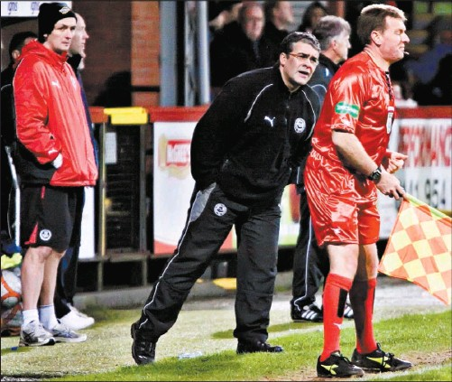 ??  ?? Ian McCall questions an official as he watches his Jags side sucker-punched by Dundee for a second time this season