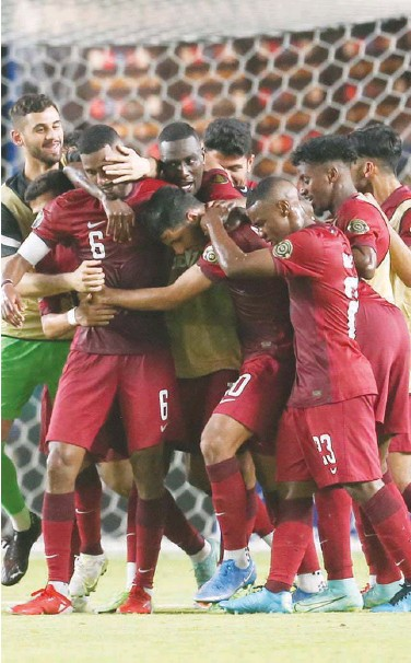 ?? Agence France-presse ?? Qatar's Abdelaziz Hatim (centre) celebrates with teammates after scoring a goal against Honduras during their CONCACAF Gold Cup match in Houston on Tuesday.