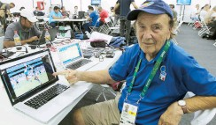 ??  ?? El italiano Giuliano Bevilacqua lleva 25 Olimpiadas entre los juegos de verano e invierno, y espera volver a Tokio en 2020.