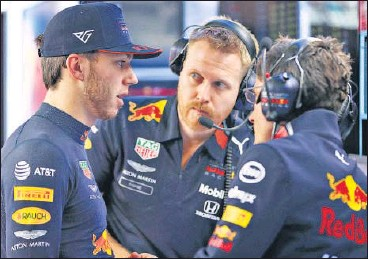?? GETTY ?? ▪ Pierre Gasly of France and Red Bull Racing (left) talks with race engineer Mike Lugg in the garage during a Winter Testing session.