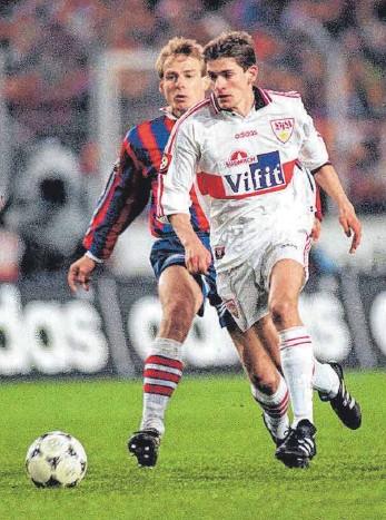 ?? FOTOS: IMAGO IMAGES ?? Konnte es auch gegen den großen FC Bayern: Andreas Buck (re.) 1996 im Duell mit Jürgen Klinsmann.