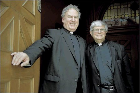 ?? BRANDON DILL/SPECIAL TO THE COMMERCIAL APPEAL ?? Paulist priests Father Tim Sullivan (left) and Father Bruce Nieli are being assigned to other communities after having served at St. Patrick's Catholic Church.