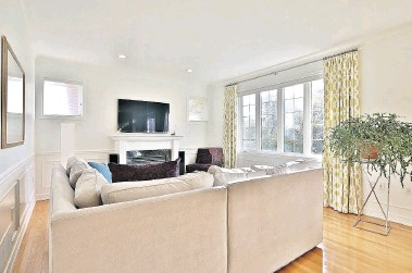??  ?? Upgrades include a renovated eat-in kitchen with a built-in oven and gas range.