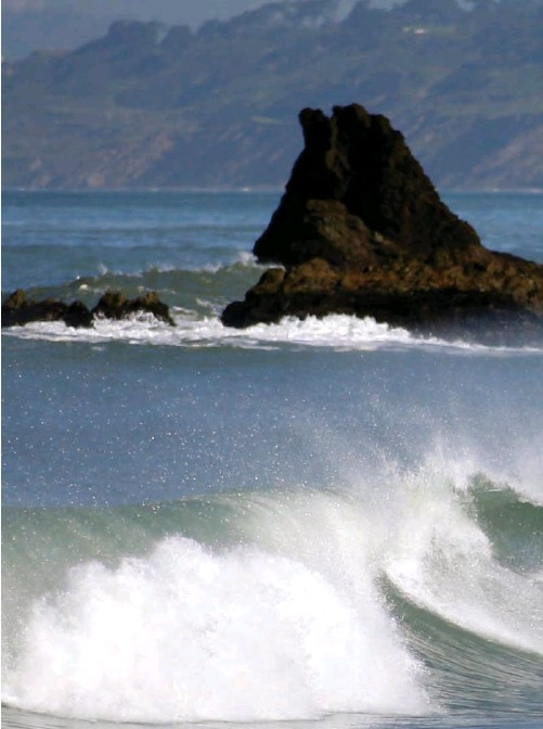 """?? KARL MONDON/STAFF ?? The coastal town of Pacifica inspired the setting for Andre Dubus III'S """"House of Sand and Fog."""""""