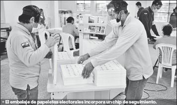 ??  ?? •• El embalaje de papeletas electorales incorpora un chip de seguimiento.