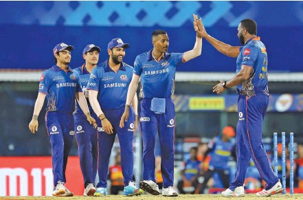 ?? — IPL ?? Hardik Pandya (second from right) celebrates with teammates after effecting a brilliant run-out to dismiss Sunrisers' David Warner.