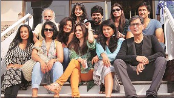 ?? JS GREWAL/HT ?? Lilette Dubey (centre) with the cast of the play August Osage County before the performance in Ludhiana on Saturday.