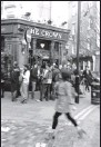 ?? By Kitty Bean Yancey, USA TODAY ?? Vibrant destination: London is famed for its pub life. At happy hour, patrons spill out into streets to enjoy a pint.