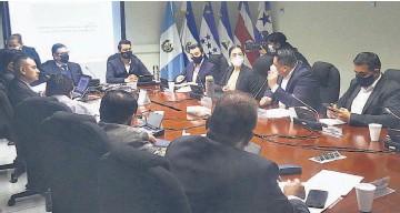 ??  ?? Acuerdo. La comisión de hacienda acordó autorizar la suscripción de tres préstamos.