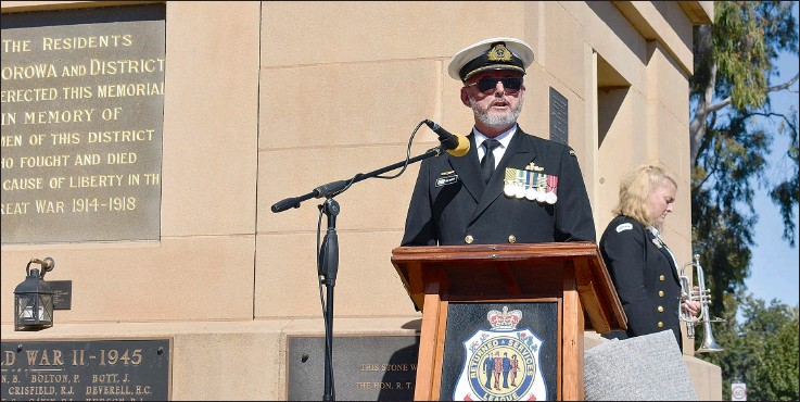??  ?? Canberra-based Royal Australian Navy Captain Michael Sander was the guest speaker for Corowa's Dawn Service and Commemoration Service.