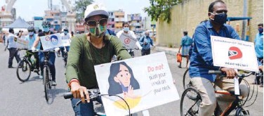 ?? Agence France-presse ?? ↑ Volunteers carry placards as they take part in an awareness rally against the virus in Chennai on Thursday.