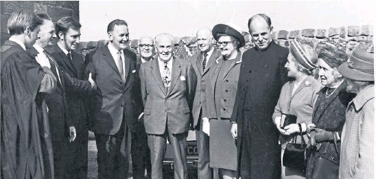 ??  ?? Dr Frank Zwolinski, Gauldry, has sent in this photograph which shows the induction service of the Rev Leslie Watt to Abernethy and Dron Parish Church on August 26 1970. From left: Frank Zwolinski (organist), Donald Haggart (beadle), Andrew Kaye, Bob Macdonald, Mr Hutton, Mr Taylor, Bob Fergusson (all elders), Mrs Watt, the Rev L Watt, Mrs Scotland, Mrs Ramsay and Miss Molly Kidd.