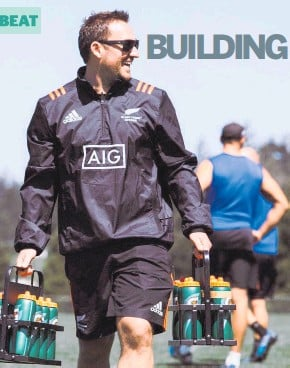 ?? PHOTOS / SEAN WILLIS ?? It's not all mind games for Dominic Vettise. He was the drinks carrier for the Black Ferns 7s at training in Canada in 2018.