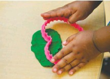?? MADDIE MEYER/THE WASHINGTON POST ?? Hasbro has convinced the U.S. trademark office that consumers link the Play-Doh smell to the company's neon modeling clay.