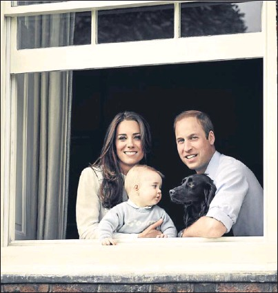 ?? Picture: PA. ?? The Cambridges and their pet cocker spaniel, Lupo.