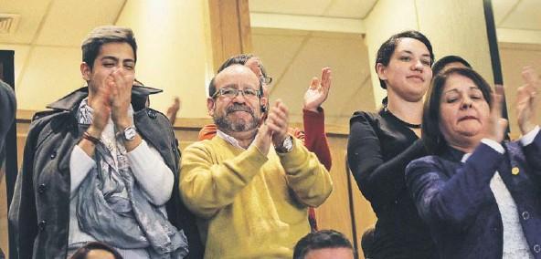 ?? FOTO: AGENCIAUNO ?? ►► Miembros del Movilh celebraron el anuncio del envío del proyecto de ley durante la cuenta pública.