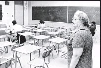?? ROBERT WILLIAMS / THE COMMERCIAL APPEAL ?? Northside teacher Miss Mary Fisher normally had nine students in her advanced mathematic­s class, but only three on Nov. 19, 1969, as a boycott by the Memphis NAACP branch was demanding that AfricanAme­ricans replace at least two elected white members on...