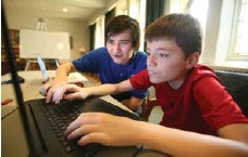 ?? VINCE TALOTTA/TORONTO STAR ?? Daniel West, left, says his pupil Daniel Domanski, 12, though still at the beginner level, is very motivated to learn coding.