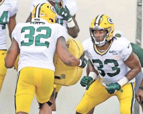 ?? JIM MATTHEWS / USA TODAY NETWORK-WISCONSIN ?? Devante Mays has been hurt but if healthy enough could fill in while Aaron Jones (33) serves a two-game suspension.