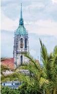 ?? Foto: Sven Hoppe, dpa ?? Noch stehen nur zeitweise Palmen auf der Theresienwiese.